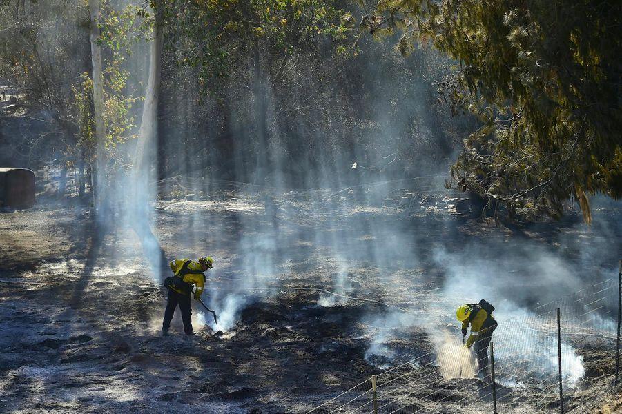 Les pompiers luttant contre le «Woolsey Fire», à Malibu, le 11 novembre 2018.