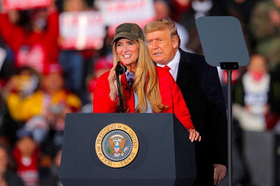 Kelly Loeffler et Donald Trump à Dalton, en Géorgie, le 4 janvier 2021.