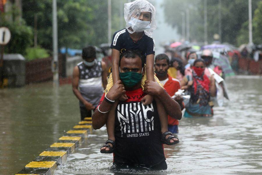Scènes de pluie à Bombay, en Inde, le 23 septembre 2020.