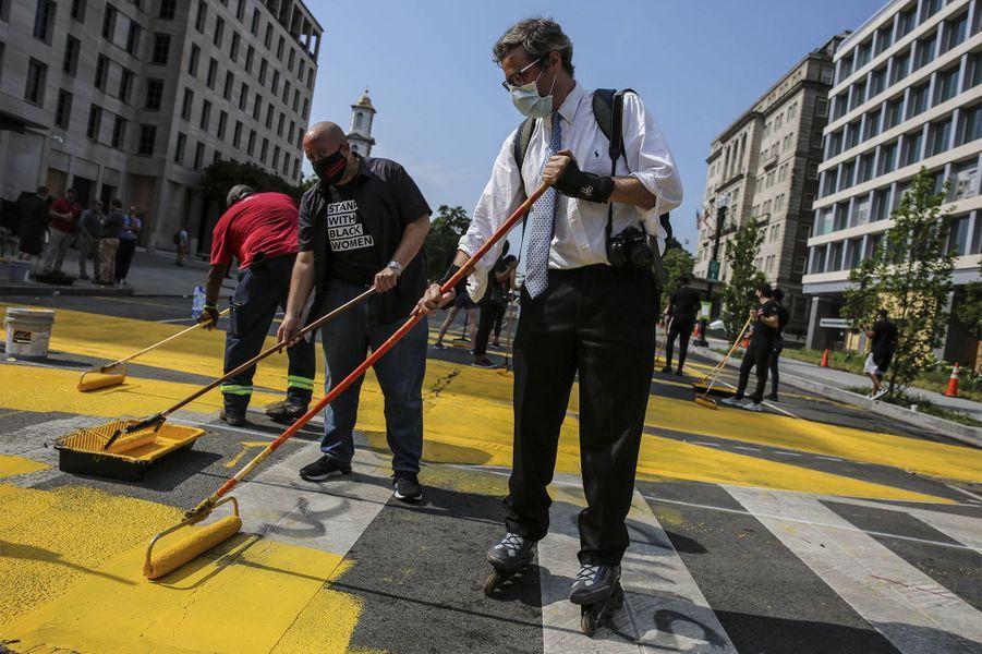 """Le message """"Black Lives Matter"""" accompagne désormais le chemin de la Maison Blanche"""