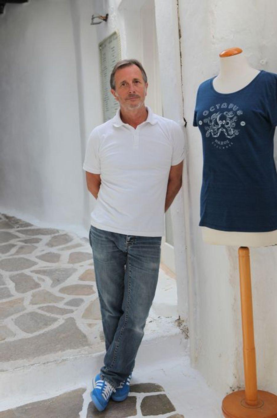 Ces deux Toulousains sont arrivés à Naxos en 1988. «Arrêtez de critiquer les Grecs! Ils sont passés des champs de patates à la vie à crédit! Les banques ont tout fait pour qu'ils s'endettent, sans leur donner le mode d'emploi!» Aujourd'hui, si vous voulez faire comme eux, vous pouvez trouver une belle maison pour 300'000 à 400'000 euros.