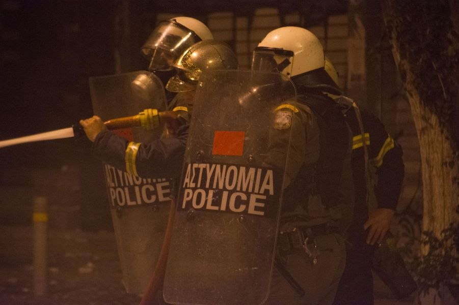 Athènes, le chaos et les flammes
