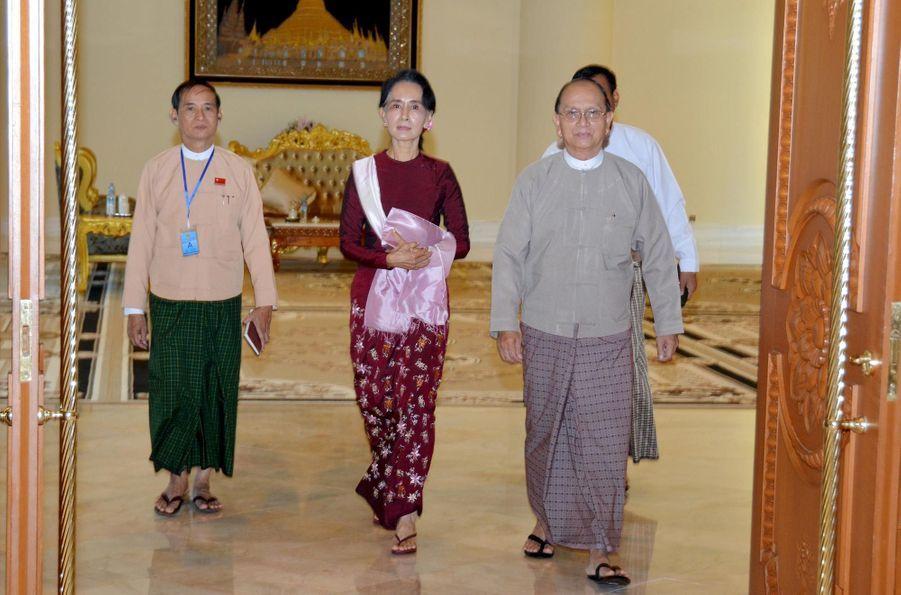 """Aung San Suu Kyi prépare la transition """"en douceur"""""""