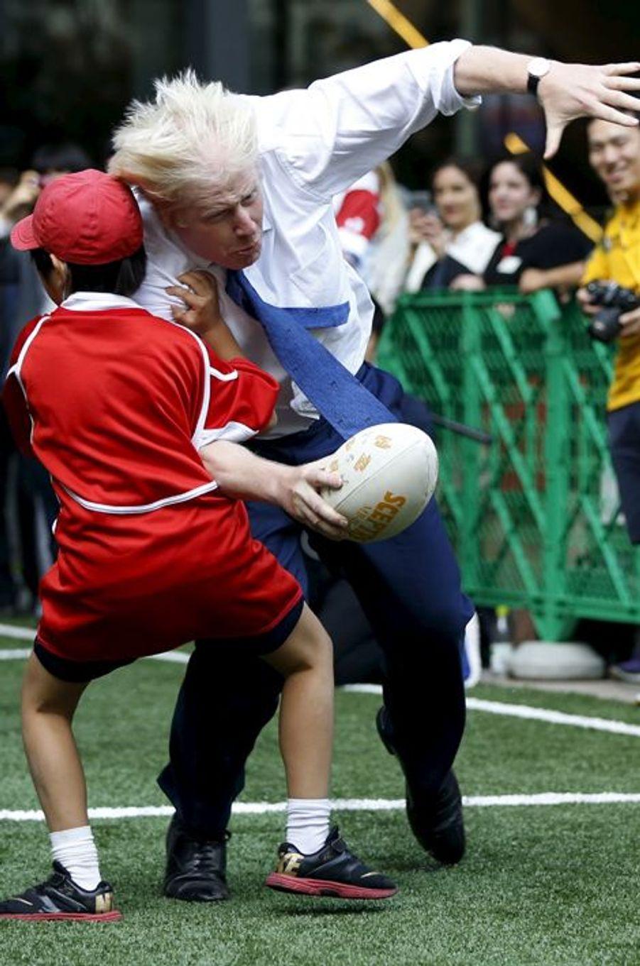 Boris Johnson tacle les petits Japonais à Tokyo