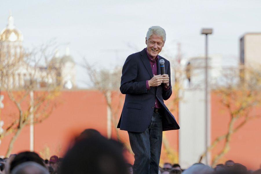 Bill Clinton, l'ancien président américain, empoche en moyenne 300.000 euros par intervention