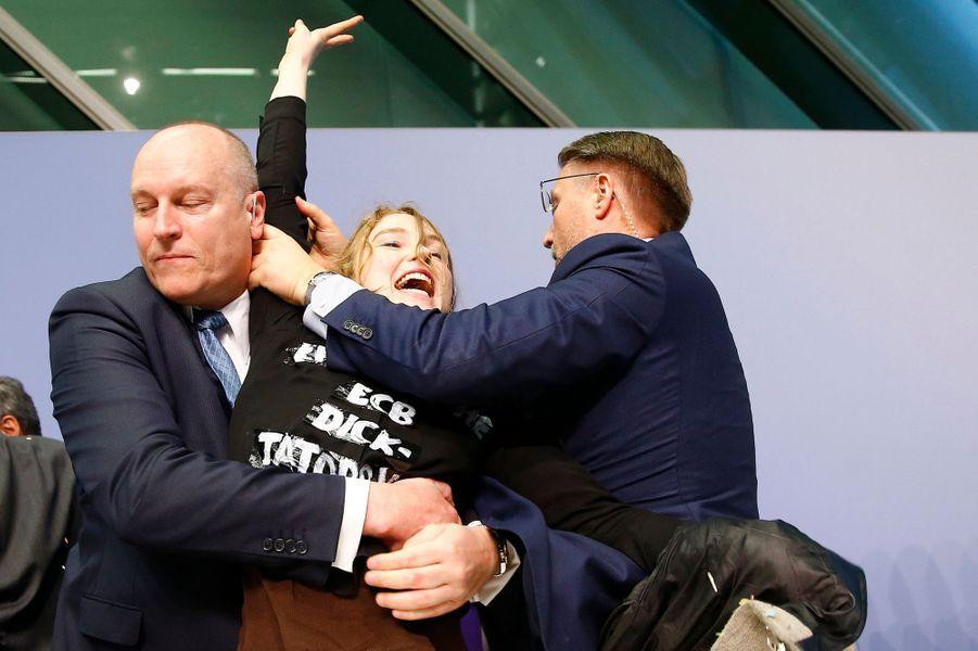 Des confettis pour Draghi