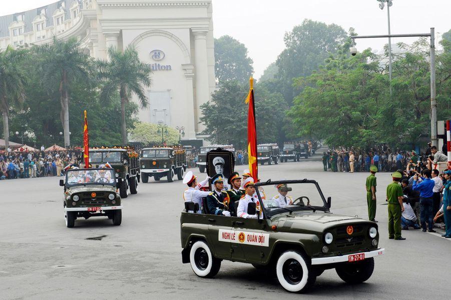 Au deuxième et dernier jour de ses funérailles d'Etat, la foule s'est massée dans les rues de la capitale pour acclamer ou pleurer le héros national.