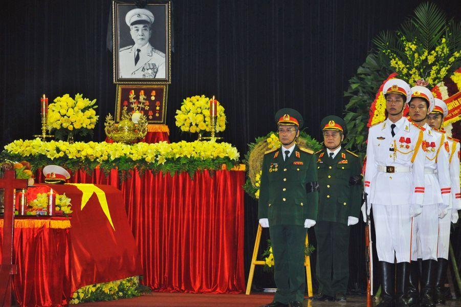 """""""Il était le général du peuple, il restera toujours dans le coeur du peuple et dans l'histoire"""", a déclaré le secrétaire général du Parti communiste au pouvoir, Nguyen Phu Trong."""