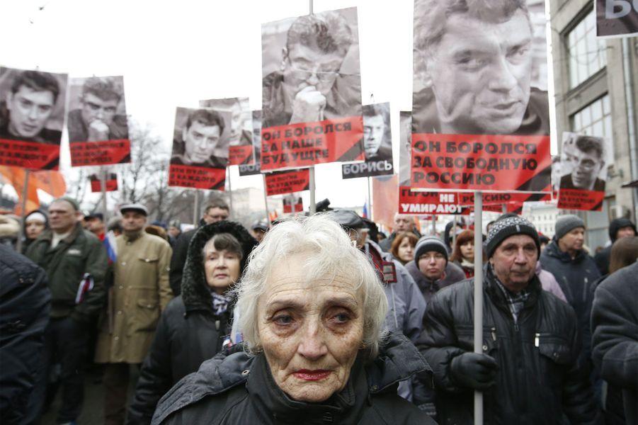 Des milliers de Russes rendent hommage à Nemtsov