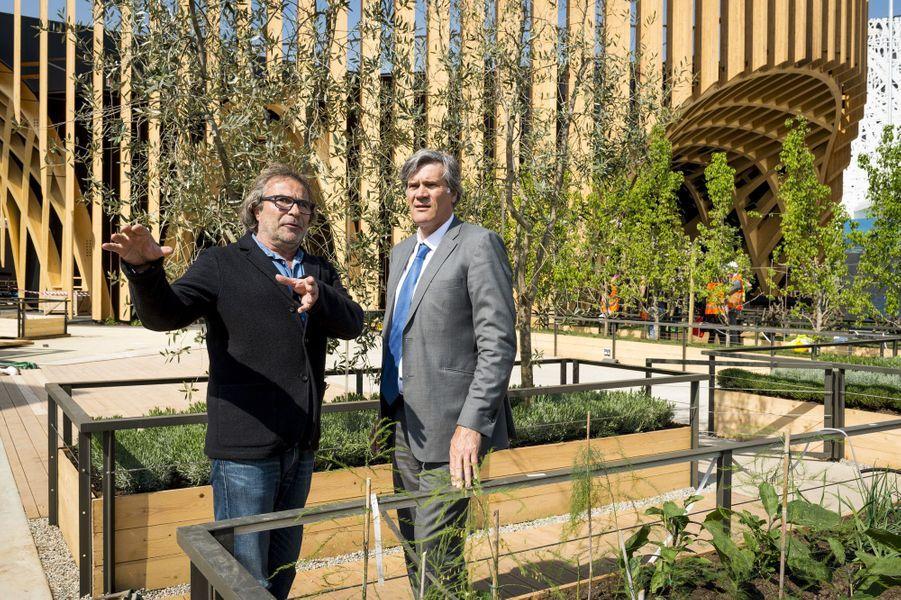 Stéphane Le Foll avec le paysagiste Thierry Laverne