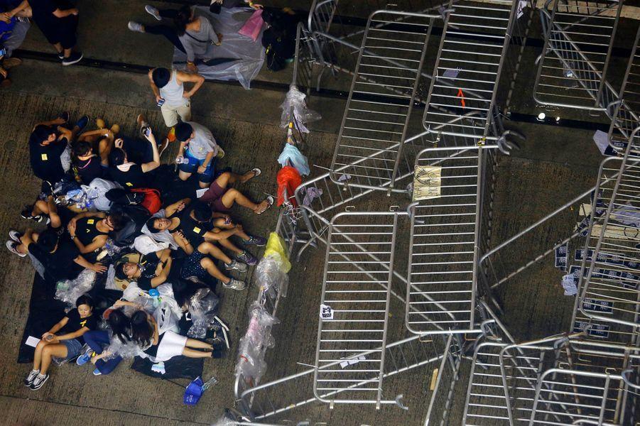 Des barricades érigées dans le centre-ville