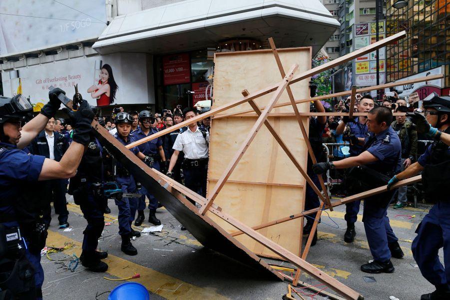 Les dernières barricades levées