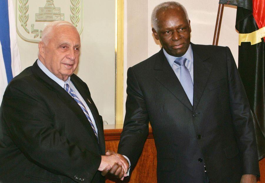 José Eduardo dos Santos avec Ariel Sharon en 2005