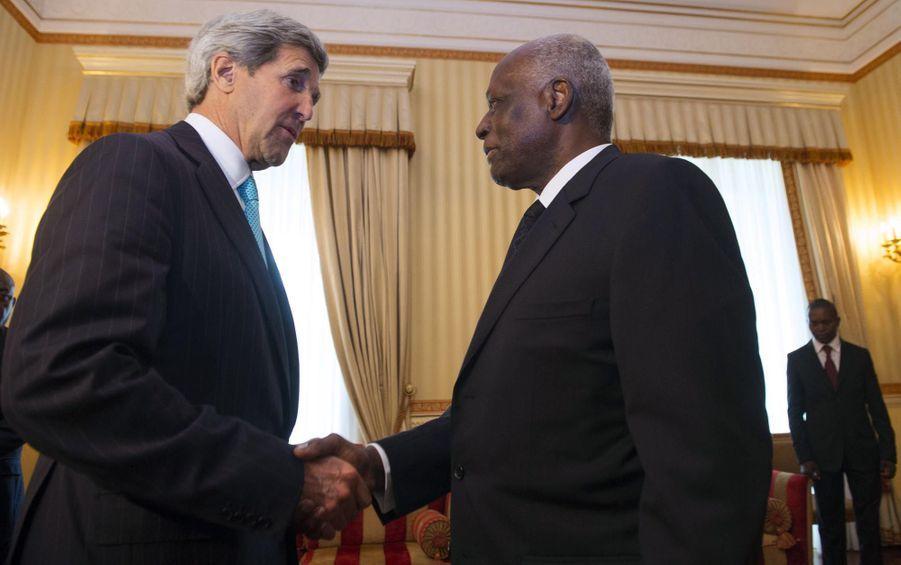 José Eduardo dos Santos avec John Kerry en 2014
