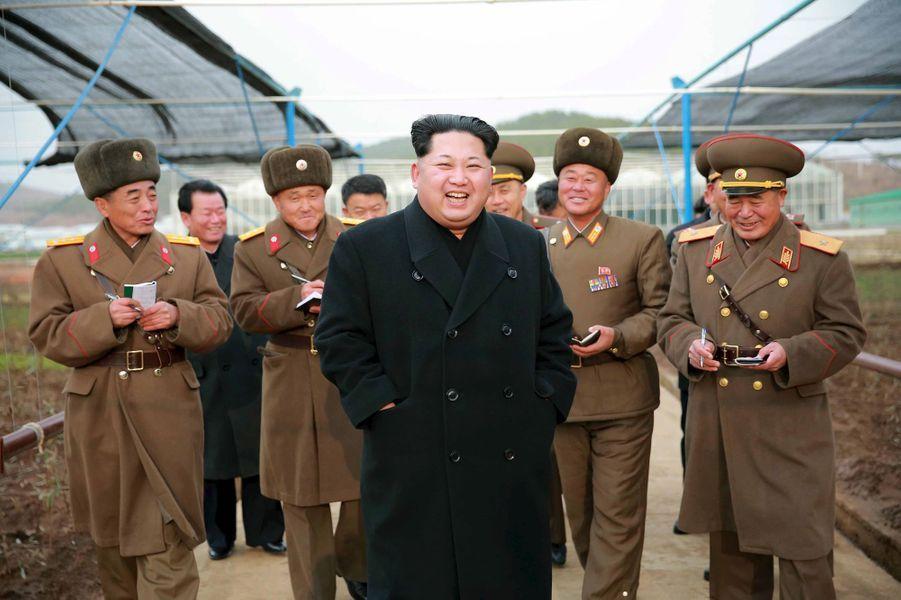 Le dictateur nord-coréen Kim Jong-un, photographié en décembre 2015 dans une pépinière