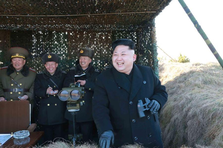 Le dictateur nord-coréen Kim Jong-un, photographié en janvier 2015 lors d'un exercice d'entraînement de l'armée de l'air
