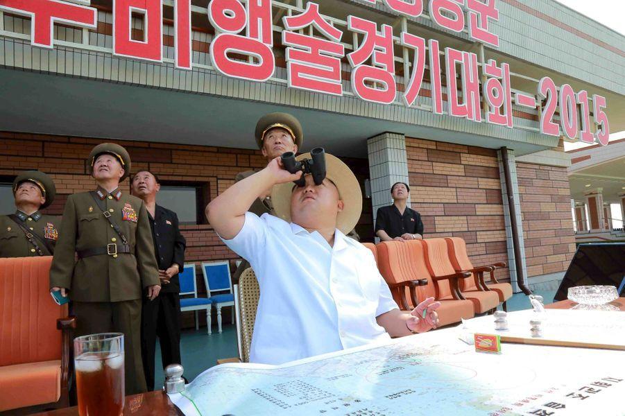 Le dictateur nord-coréen Kim Jong-un, photographié en juillet 2015 à une compétition de l'armée de l'air, à l'aéroport Kalma