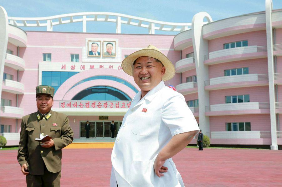 Le dictateur nord-coréen Kim Jong-un, photographié en juin 2015 après avoir inauguré un orphelinat