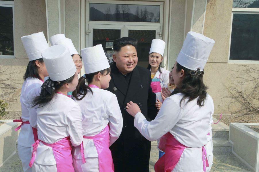 Le dictateur nord-coréen Kim Jong-un, photographié en mars 2015 durant une inspection d'un camp de l'armée à Pyongyang