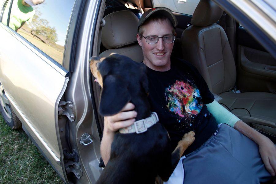 Avec Jesse, Matt se promène en voiture et oublie le temps d'une balade ce qui lui est arrivé en Afghanistan.