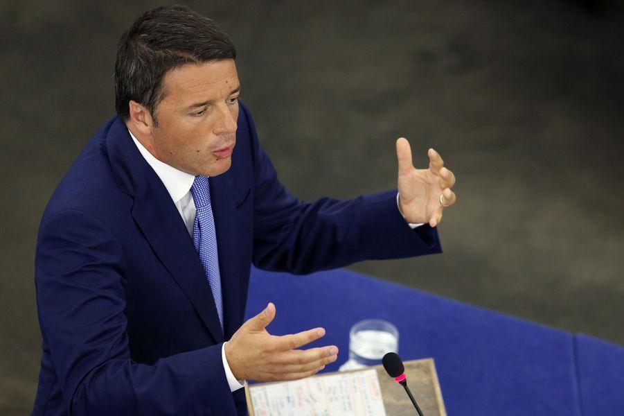 Le style décontracté et le réformisme assumé du président du Conseil séduisent l'Italie et ses électeurs.