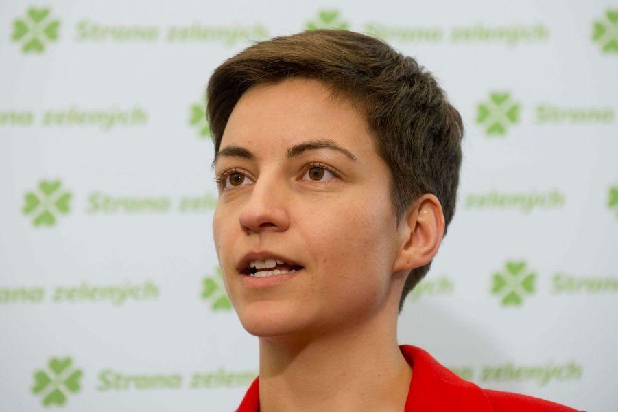 L'eurodéputée écologiste a été remarquée dans la campagne pour les élections européennes. Candidate à la présidence de la Commission aux côtés de José Bové, cette Allemande maîtrise six langues.