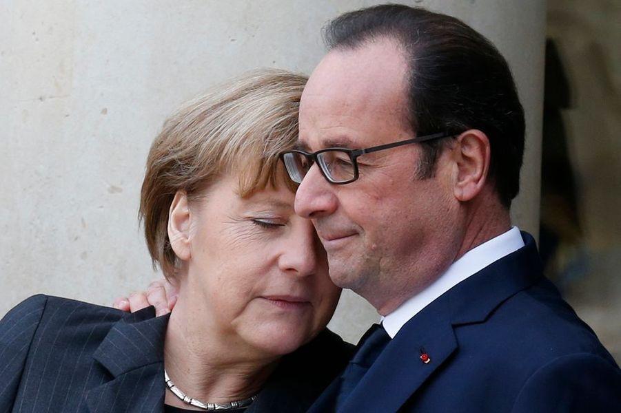 11 janvier. La Chancelière allemande Angela Merkel réconfortée par François Hollande