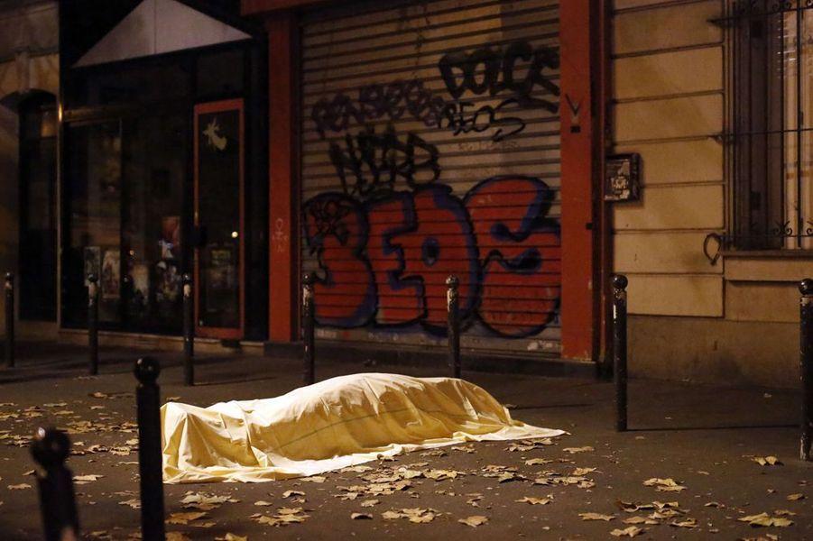 13 novembre. Attentats à Paris qui font 130 victimes