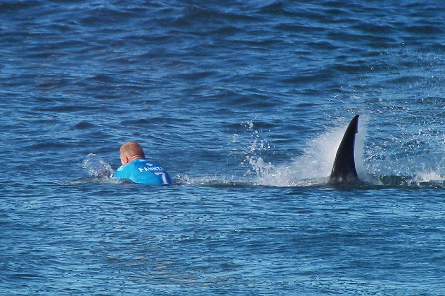 19 juillet. Le surfeur australien Mick Fanning échappe à un requin