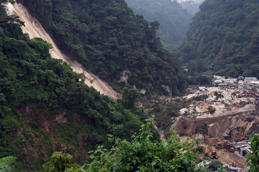 1er octobre. Glissement de terrain meurtrier à Santa Catarina Pinula, au Guatemala