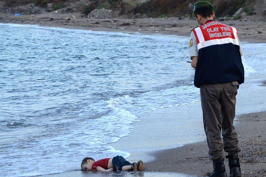 2 septembre. La mort du petit migrant Aylan bouleverse le monde entier