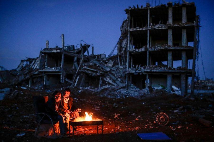 22 mars. Deux combattants de la ville de Kobané, en Syrie