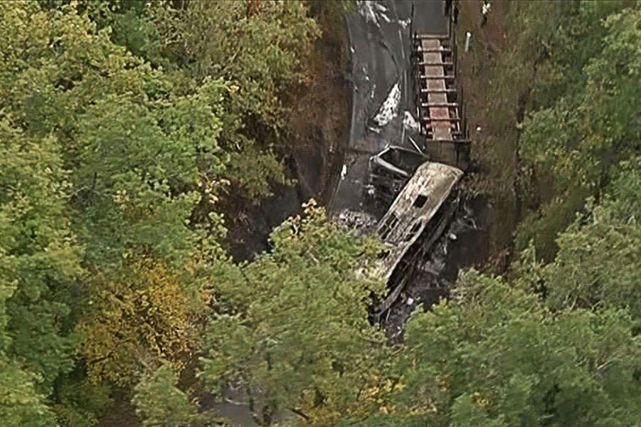23 octobre. Un accident routier fait 42 morts en France