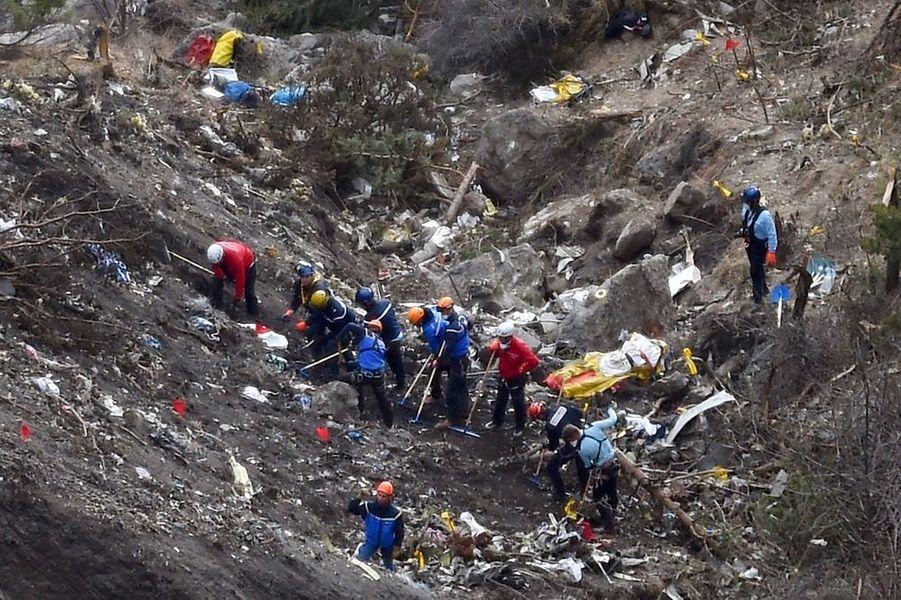 24 mars. Le vol 9525 Germanwings s'écrase dans les Alpes françaises avec 150 personnes à bord. Un crash provoqué par le co-pilote Andreas Lubitz