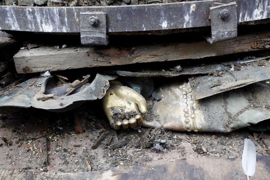 25 avril. Katmandou sous le choc. Le bilan humain dépassera les 700 morts