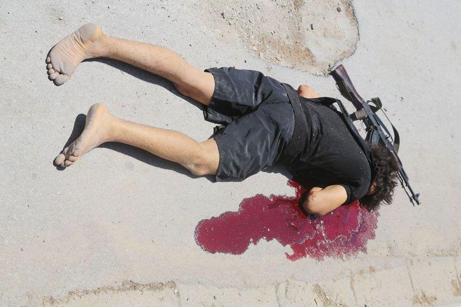 26 juin. 39 morts dans l'attentat commis dans un hôtel de Sousse, en Tunisie. Le terroriste est tué