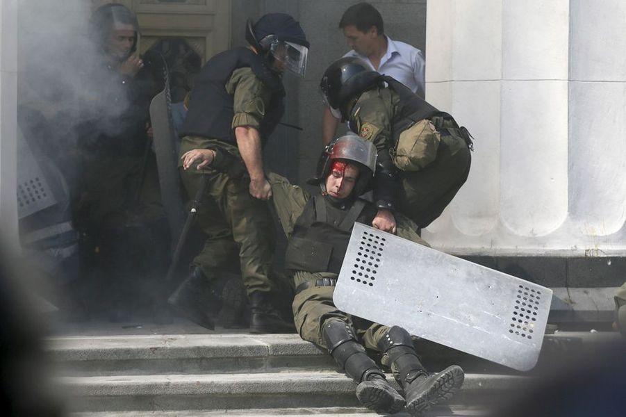 31 août. Emeutes devant le parlement de Kiev, en Ukraine