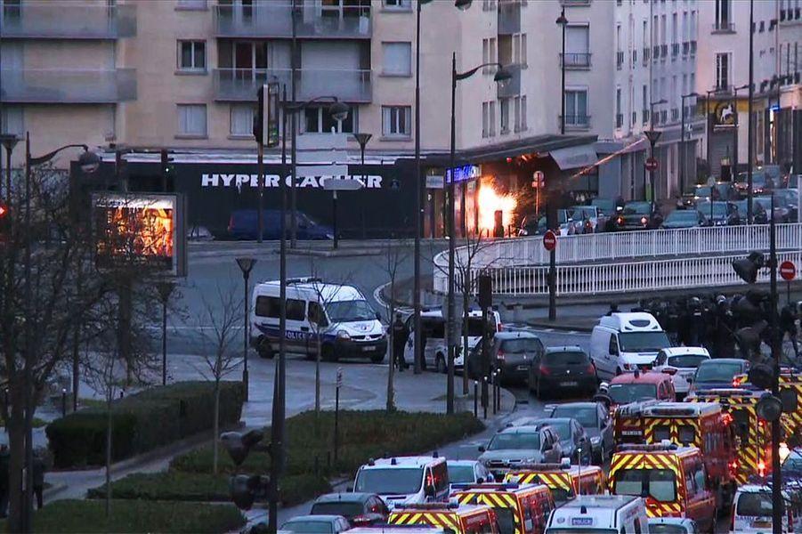 9 janvier. La prise d'otages de l'Hyper Casher à Paris fait quatre morts. Le terroriste Amedy Coulibaly est tué