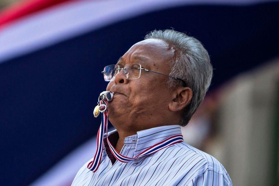 Le leader du mouvement est Suthep Thaugsuban, politicien expérimenté, ancien ministre du gouvernement d'Abhisit Vejjajiva. Sa corruption supposée a été révélée par WikiLeaks...