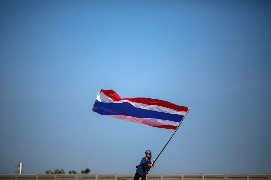 """Le """"conflit"""" thaïlandais dure depuis huit ans entre pro et anti Shinawatra, famille qui occupe par période la tête du gouvernement."""