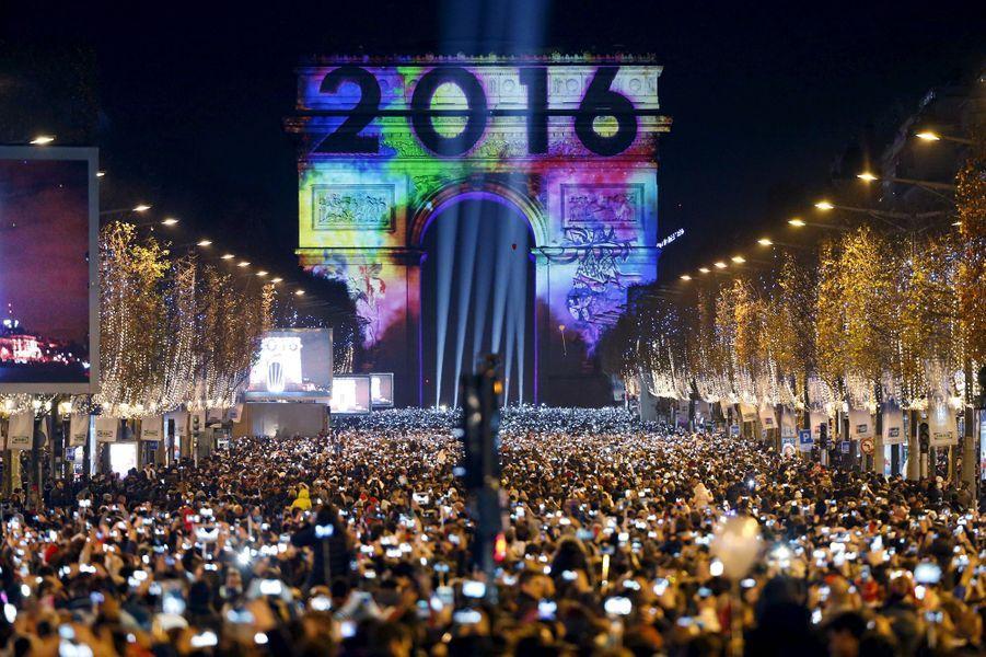 Célébrations de la nouvelle année 2016 à Paris (France)