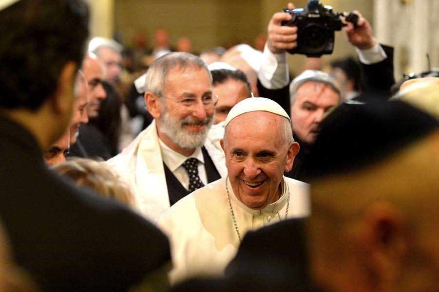 Le pape François s'est rendu pour la première fois à la synagogue de Rome