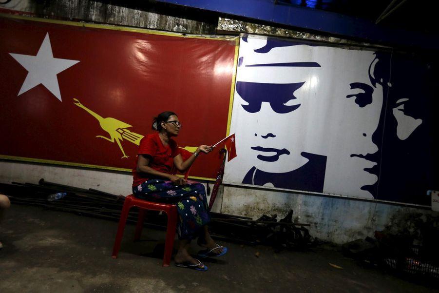 Le triomphe du parti d'Aung San Suu Kyi