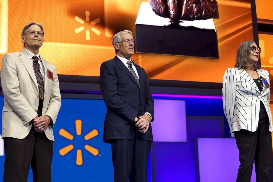 15ème, 17ème et 16ème: Jim, Rob et Alice Walton (Walmart): 33,6, 31,9 et 32,3 milliards de dollars
