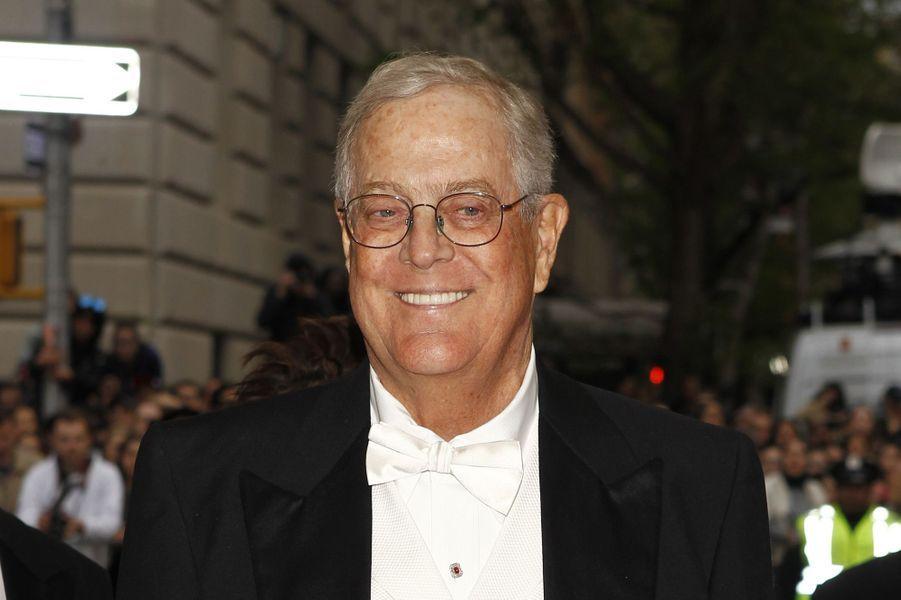 9ème: David Koch: 39,6 milliards de dollars. 10ème: Charles Koch, son frère: 39,6 milliards de dollars.