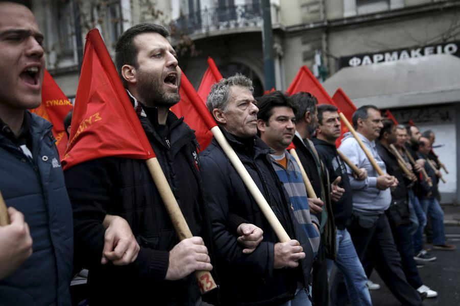 Les Grecs dans les rues d'Athènes pour défendre leurs retraites