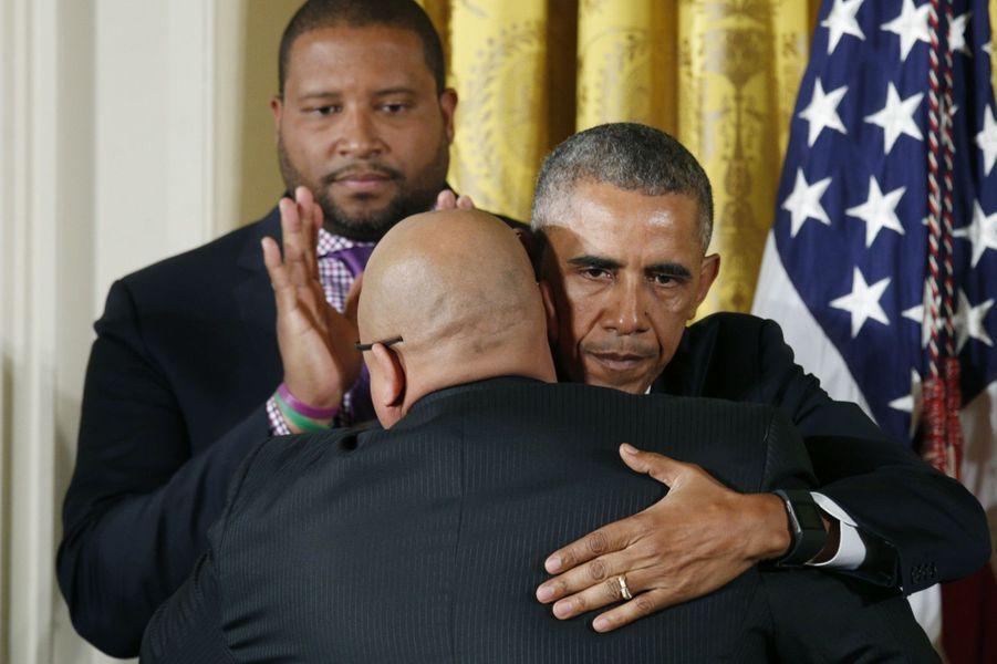 Les larmes de Barack Obama lors d'un discours appelant au contrôle des armes à feu