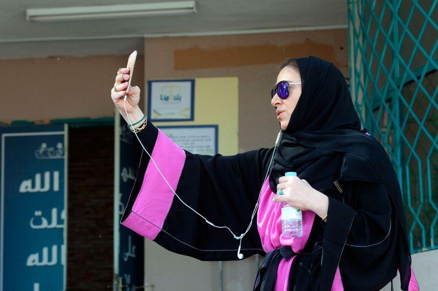 Les femmes saoudiennes sont allées pour la première fois dans des bureaux de vote