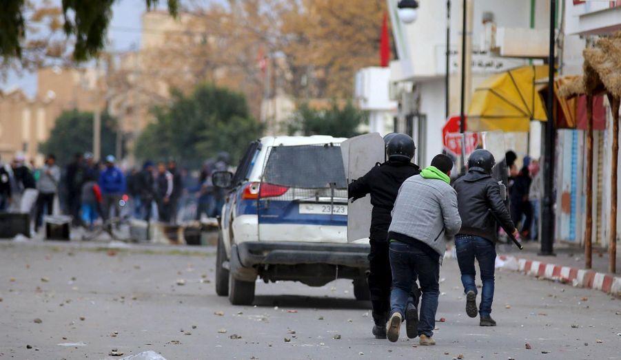 Les Tunisiens perdent patience
