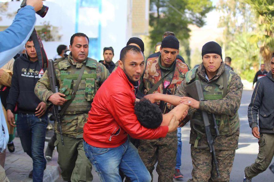 Un jeune homme secouru après avoir tenté de s'immoler à Kasserine